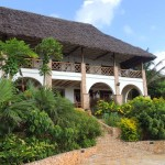 The Makuti House, Sea-front property Vipingo